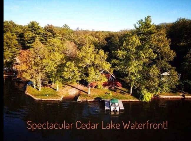 Lake Front Home Sleeps 10 on a private PENINSULA!!