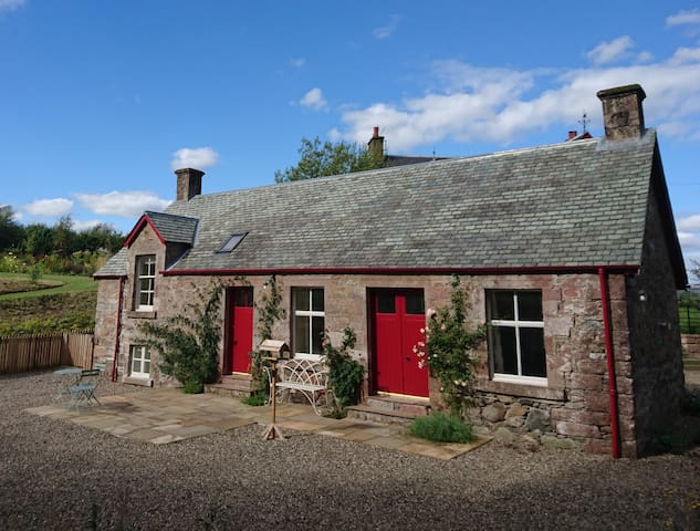 Rose Cottage - book now for a summer getaway! - Blairgowrie - Hus