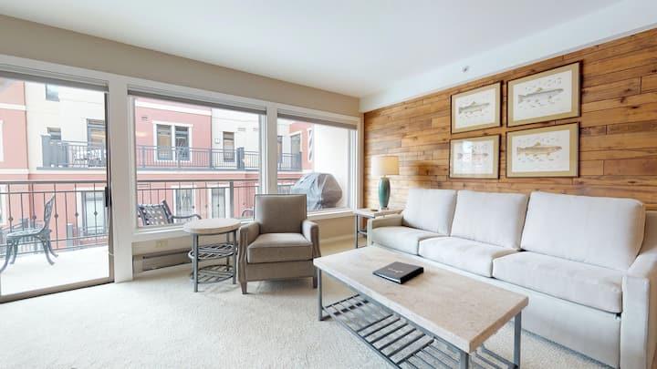 Newly Updated 1 Bedroom Condo | Montaneros #320