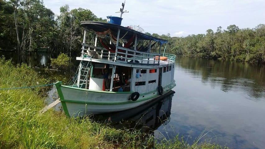 Barco ribeirinho Black River - AM - Santa Isabel do Rio Negro - Łódź