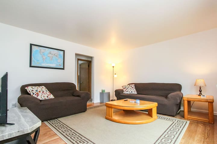 Lower 2 br apartment by airport - Milwaukee - Leilighet