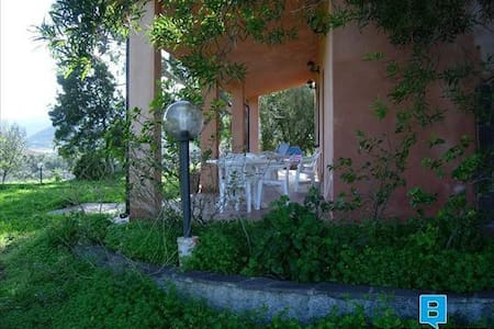Comfortable apartment with veranda and garden. - Cardedu - วิลล่า