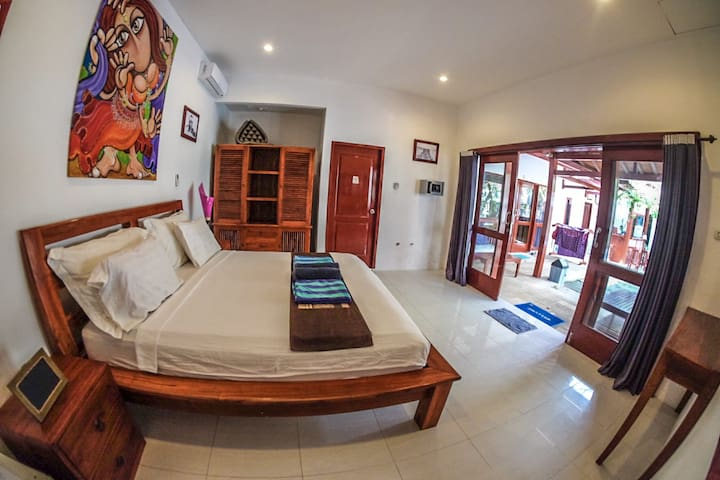 Aaliku room 3, Pool & great location!