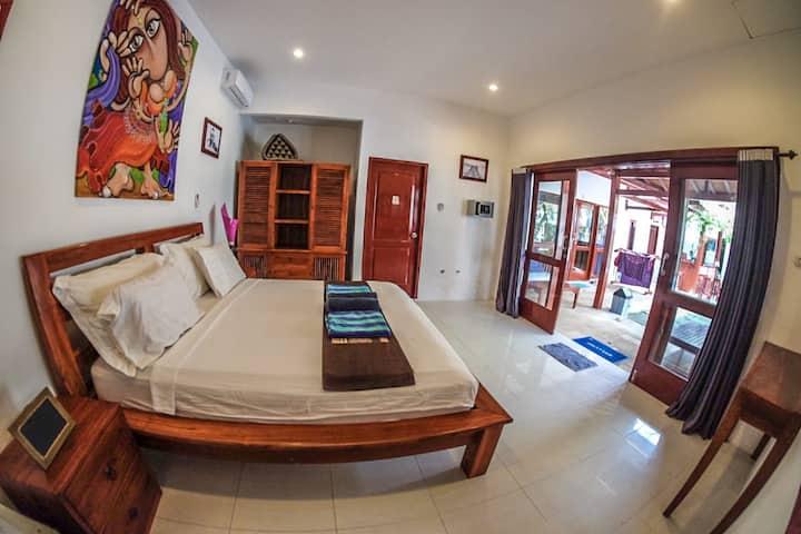 Aaliku room 3, Pool & great location!