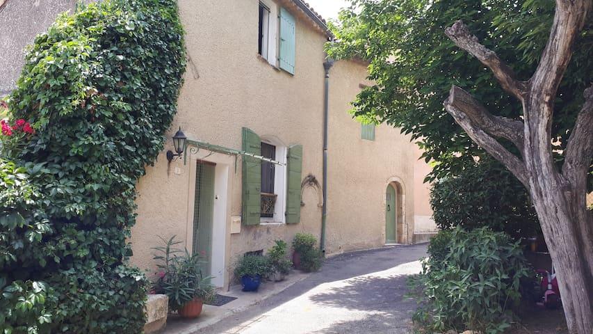 maison typiquement provençale