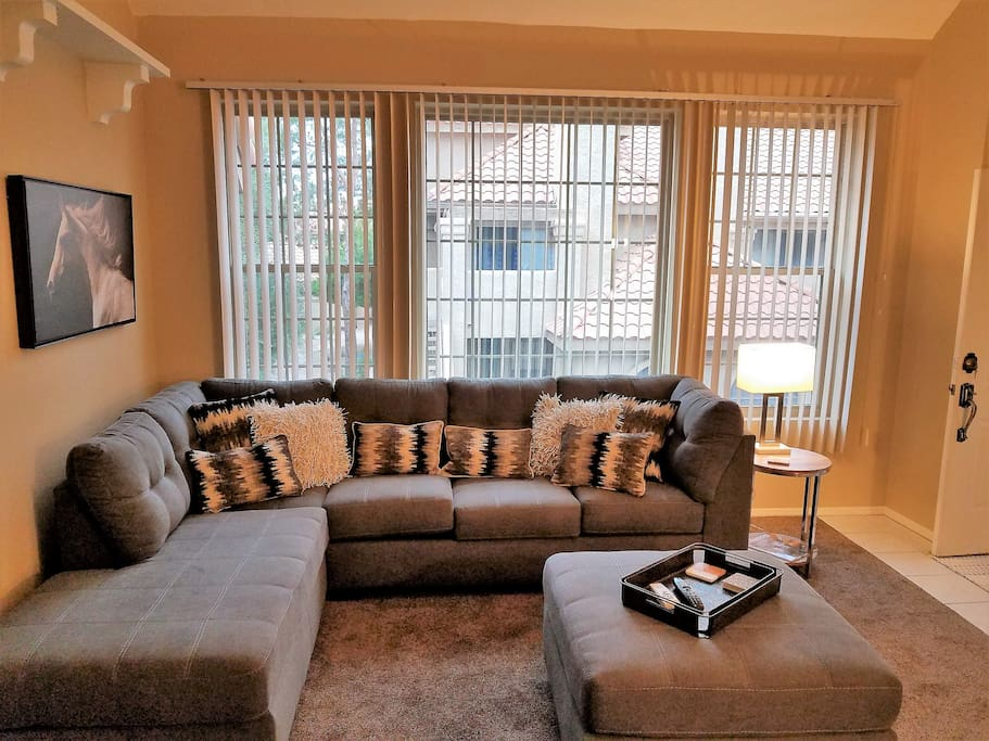***Couples Getaway***South Scottsdale/Tempe***Vertical blinds offer just the right amount of daylight.