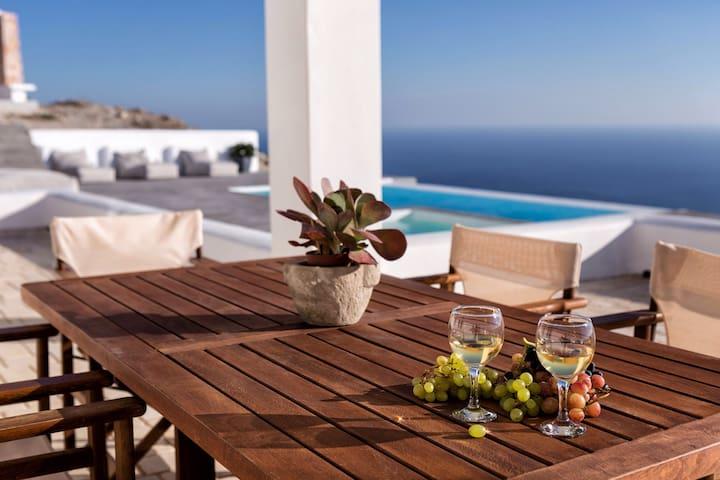 Eat breakfast by the pool