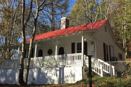 Cozy Country Cottage off Briley Parkway - Nashville - Hus
