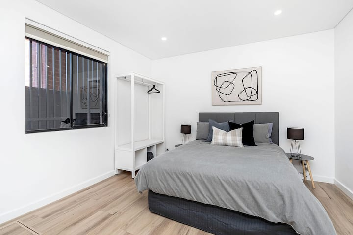 Stylish and Simple Studio in East Vic Park