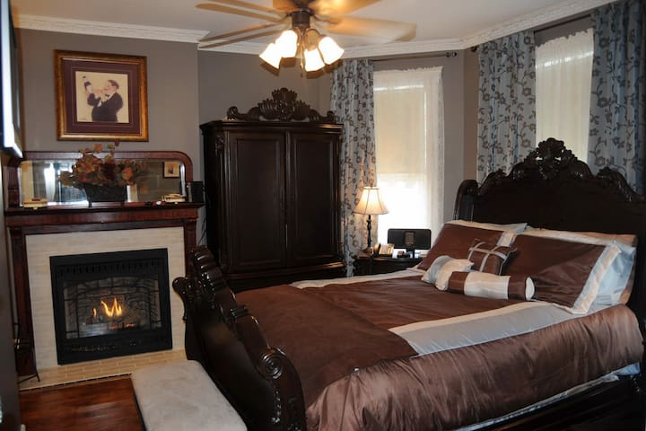 Merlot Suite @ 5*Bacchus House Bed & Breakfast