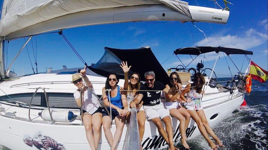 Camarotes para 2 a 4 pax en velero Marina Valencia
