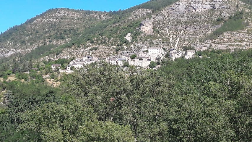 Maison dans village pittoresque des gorges du Tarn
