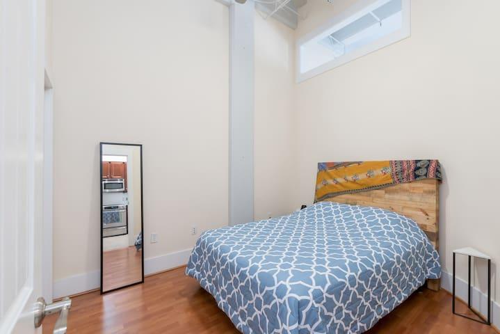 Queen-size bed, large closet in bedroom