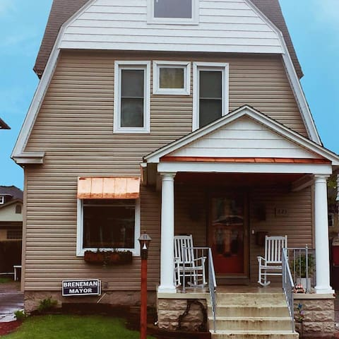 Historic 110 year old Home on 9th, close to lots!!