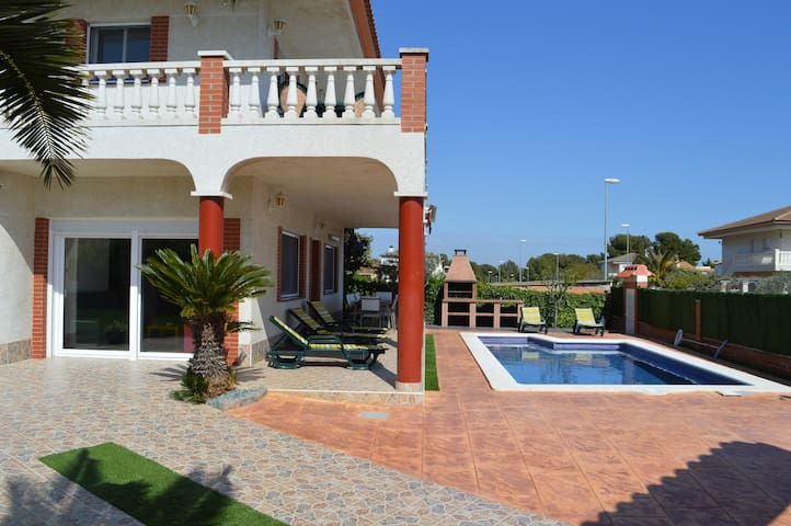 Great house with pool, barbecue