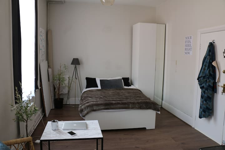 Studio flat in Brixton