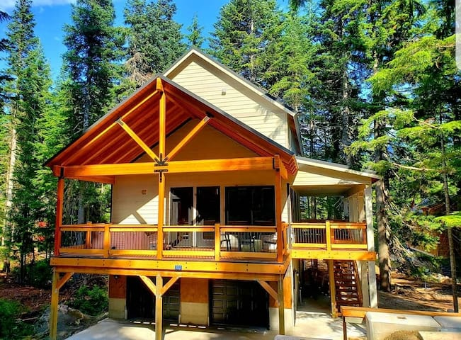 Brand New Cabin with Hot Tub Ski/Bike In/Out