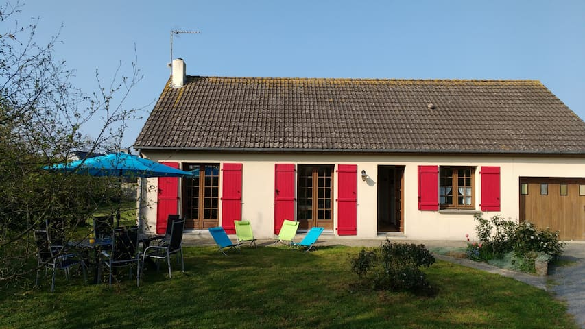 Maison indép. calme, terrain clos, mer à 1 km - Pirou - 단독주택