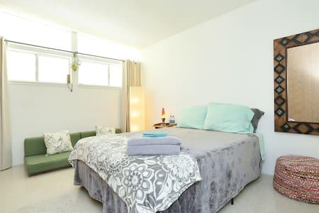 Private Tiki Room -  Close to Strip - Las Vegas - Haus
