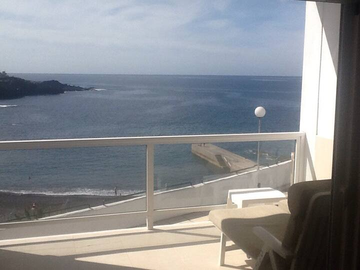 2 Bed Apartment Amazing Sea views!