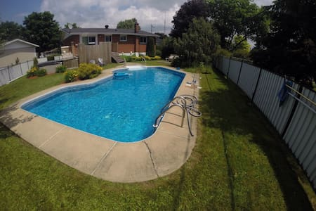 House with pool 2 bedroom , - Châteauguay