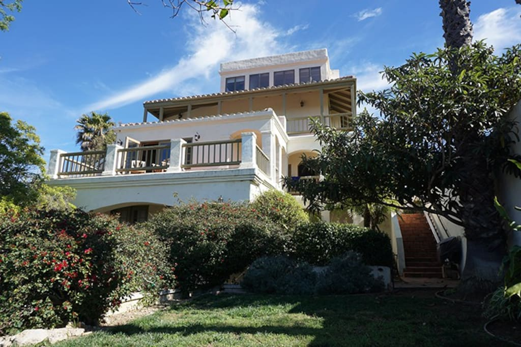 Malibu mountain top escape houses for rent in malibu for Malibu mansions for rent