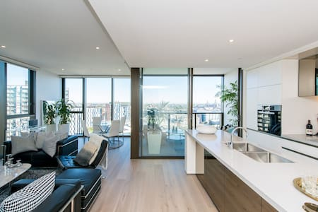 Brand New Luxury Apartment in Sydney CBD for two!