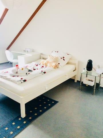 Gemütliches Zimmer im Obergeschoss