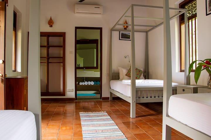 Sri Yoga Shala -  Comfortable Triple Room (Nr.9)