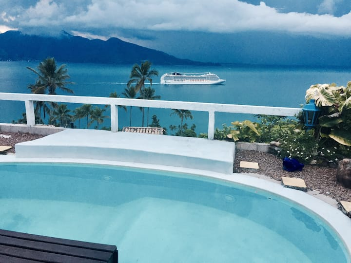 Suíte super luxo com vista para o mar e piscina