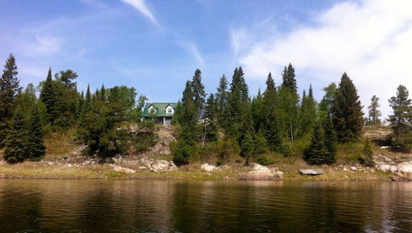 West Cott on Middle Lake - Kenora - House