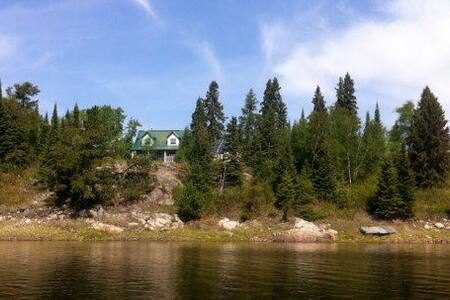 West Cott on Middle Lake - Kenora - Talo