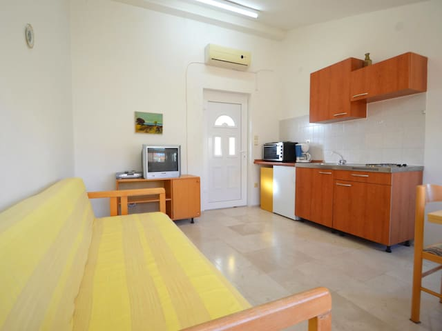 Lucija's yellow apartment in Zadar