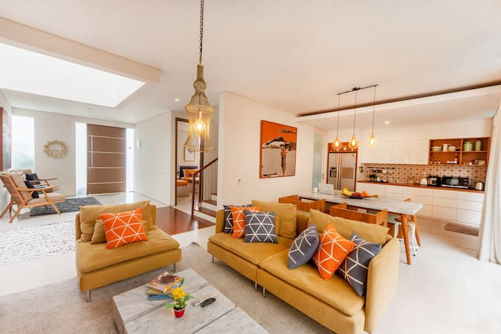 A Bright Homy Contemporary Bali House
