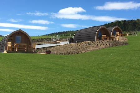 Spacious luxury ensuite glamping pod with view