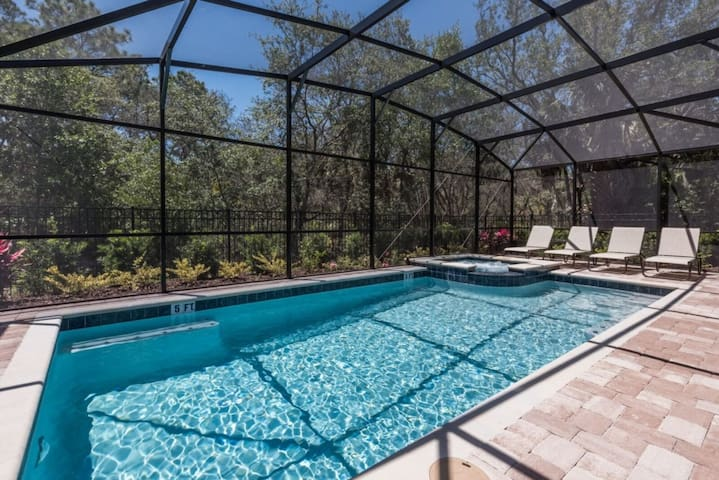 """""""How to Rent Your Own 5 Star Private Orlando Villa at the Best Rate"""""""