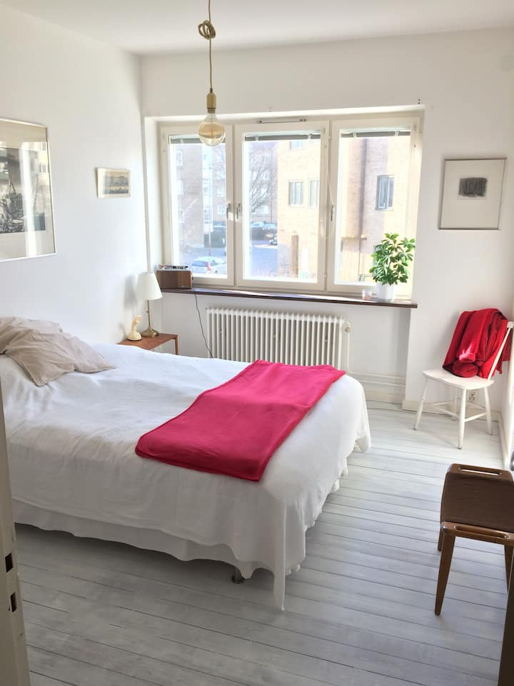 Private bedroom in cosy apartment, central Malmö