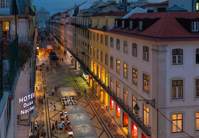 Home in Lisbon 2 - central apartment with balcony!