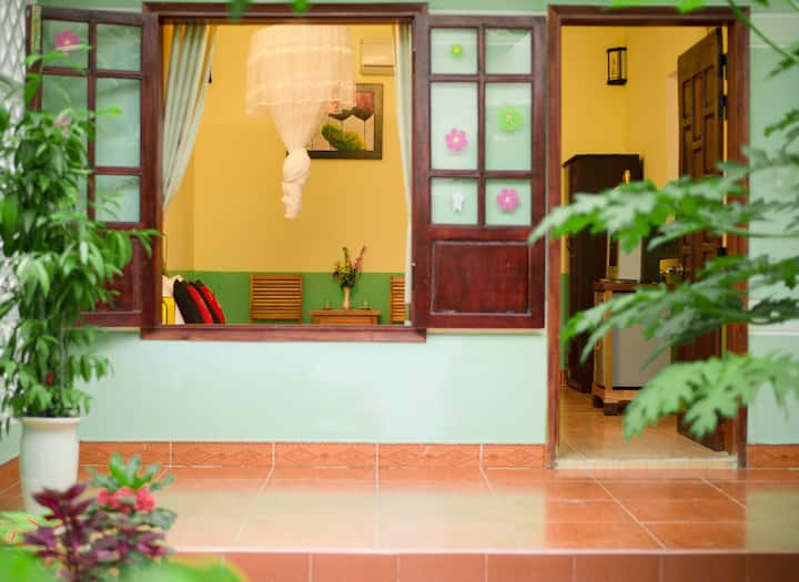 Jasmine Homestay's Cozy Home w Balcony-Garden View