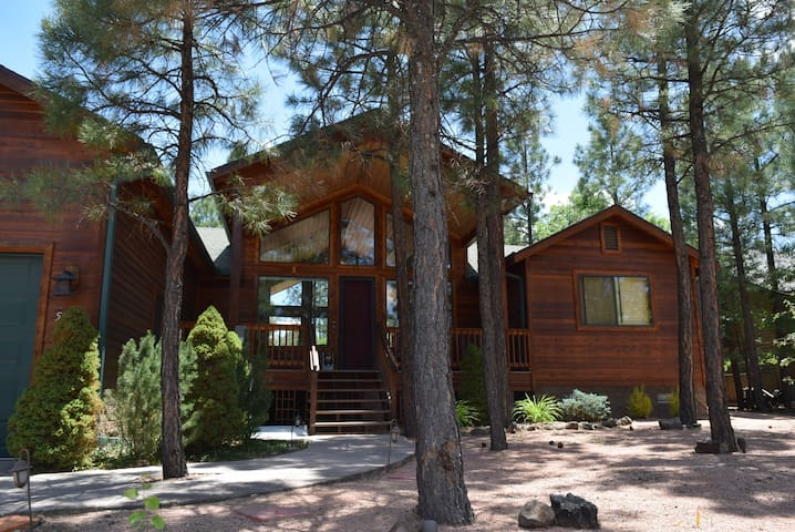 Gorgeous Cabin surrounded by stream in Lakeside,AZ - Pinetop-Lakeside