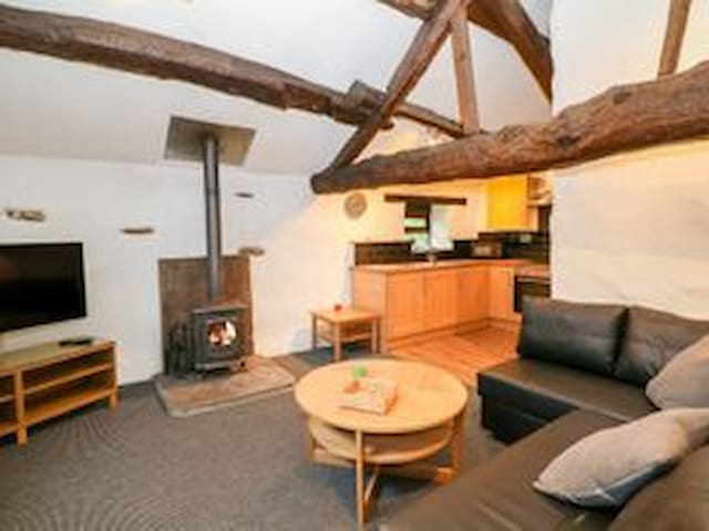 Moorhay Barn - Remote cottage in the Peak District