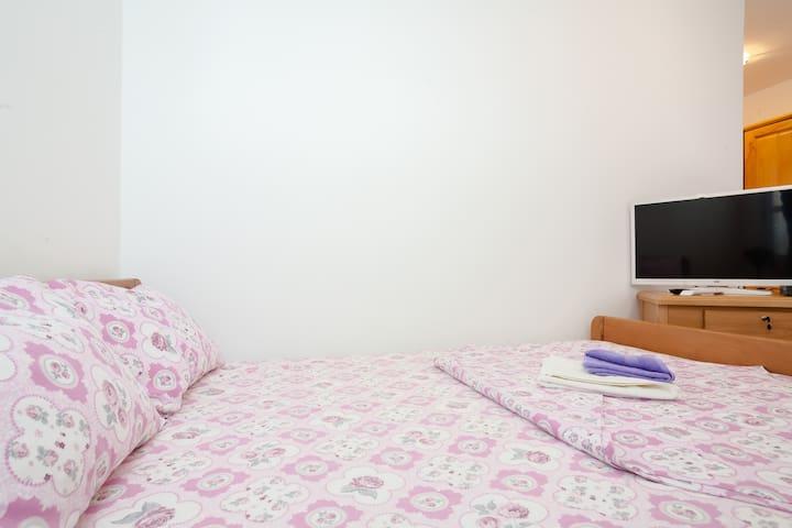 Room 5 - Доња Ластва - Huis