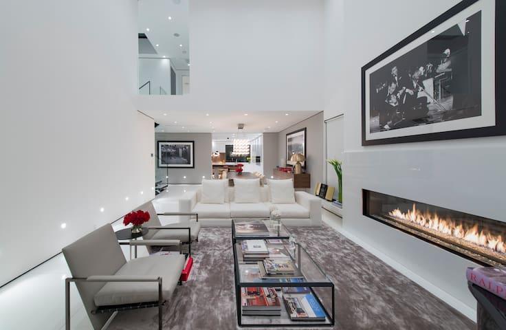 Hollywood Hills Modern Stunner