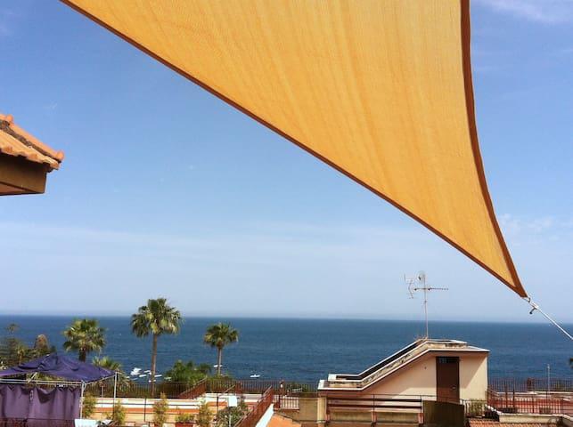 Panoramico e vicinissimo al mare