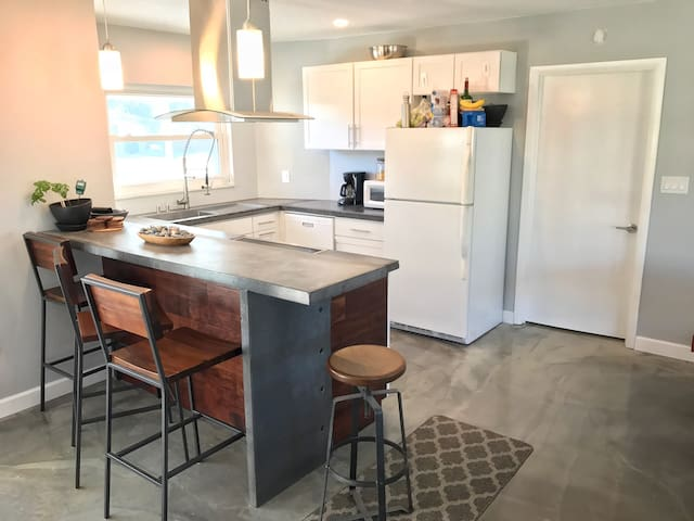 Near the Arts & Beaches! *Modern* - Bradenton
