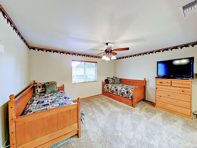 """The 3rd bedroom provides 2 twin trundle beds and a 43"""" flat screen TV."""