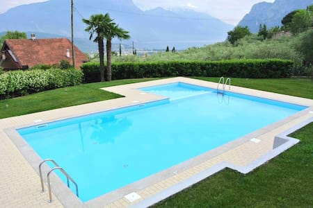 TITTA HOME | happy Holiday on Garda Lake - Cologna - タウンハウス