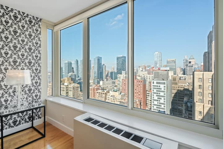 Beautiful Chelsea One Bedroom with Luxe Amenities