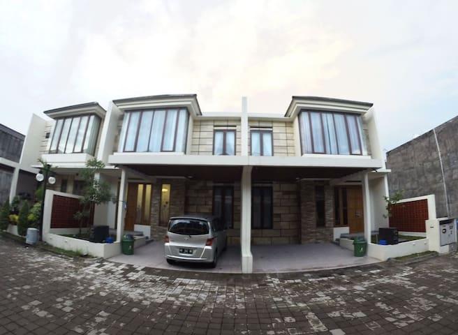 Padma Laguna Guest House - Daerah Istimewa Yogyakarta - Bed & Breakfast