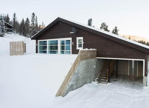 Hytte på Bjørgan rett ved barnebakken/skianlegget